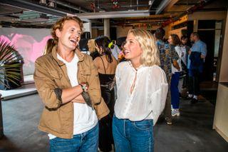 PREMIERE: Thea Loch Næss (23) og Vebjørn Enger (24) under premieren på den første sesongen av serien som nå får tre sesonger på TV 2 Sumo.
