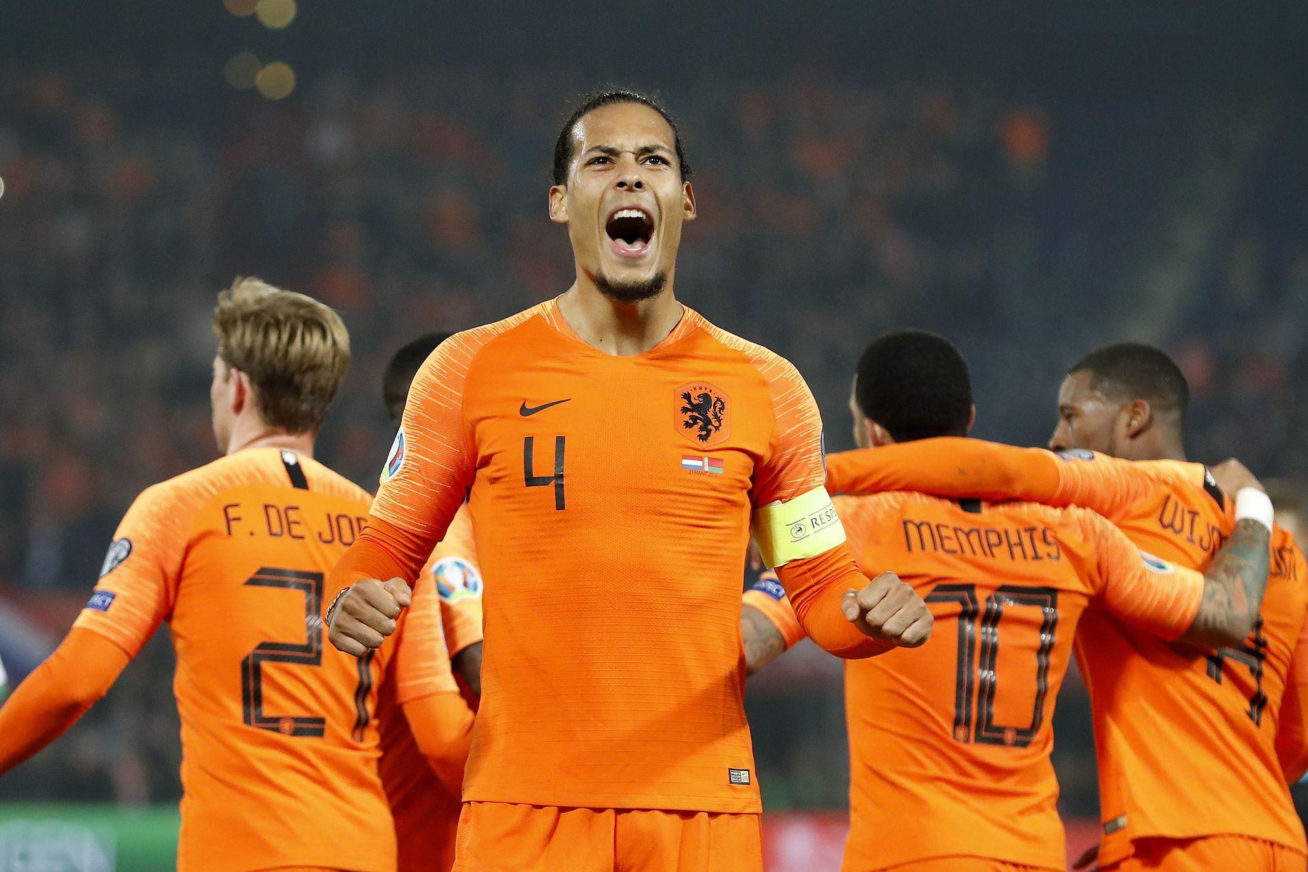 ORANSJE SUKSESS: Virgil van Dijk jubler i EM-kvalifiseringskampen mot Hviterussland i mars. Nederland vant 4–0 og van Dijk scoret det siste målet.