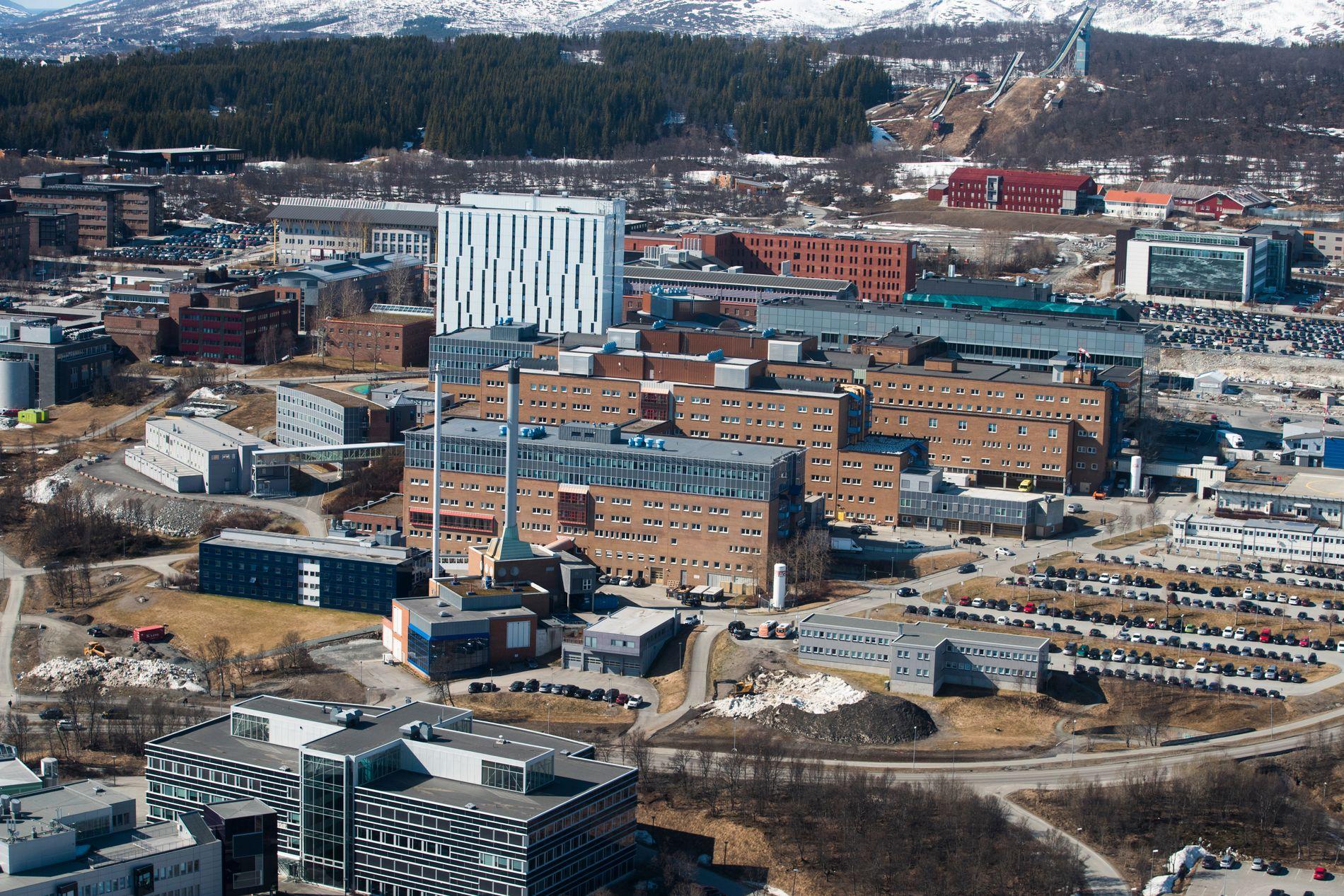 TROMSØ: Universitetssykehuset i Nord-Norge. Til sammen behandler de norske universitetssykehusene mellom 195–220 pasienter til enhver tid.