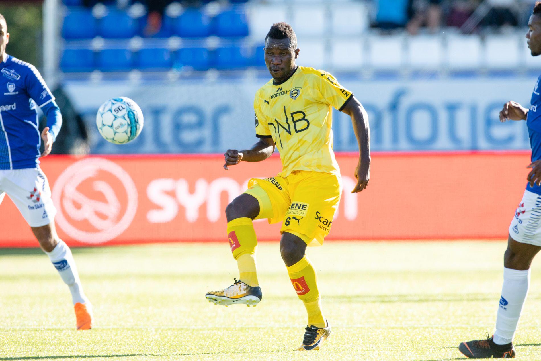 FLYTTER IKKE I NORGE: Ifeanyi Mathew i aksjon for Lillestrøm i søndagens kamp mot Sarpsborg. Det blir neppe hans siste i gul drakt.