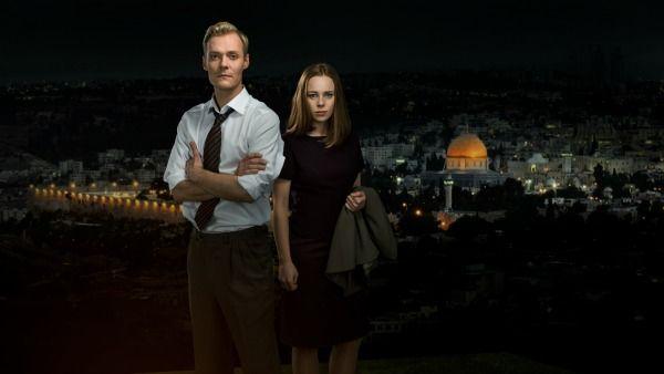 OSLO: Preben Hodneland og Kjersti Dalseide spiller rollene som Terje Rød-Larsen og Mona Juul i stykket «Oslo», om Oslo-prosessen.
