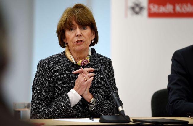 BEKYMRET: Köln-ordfører Henriette Reker har kalt inn til et krisemøte om situasjonen.