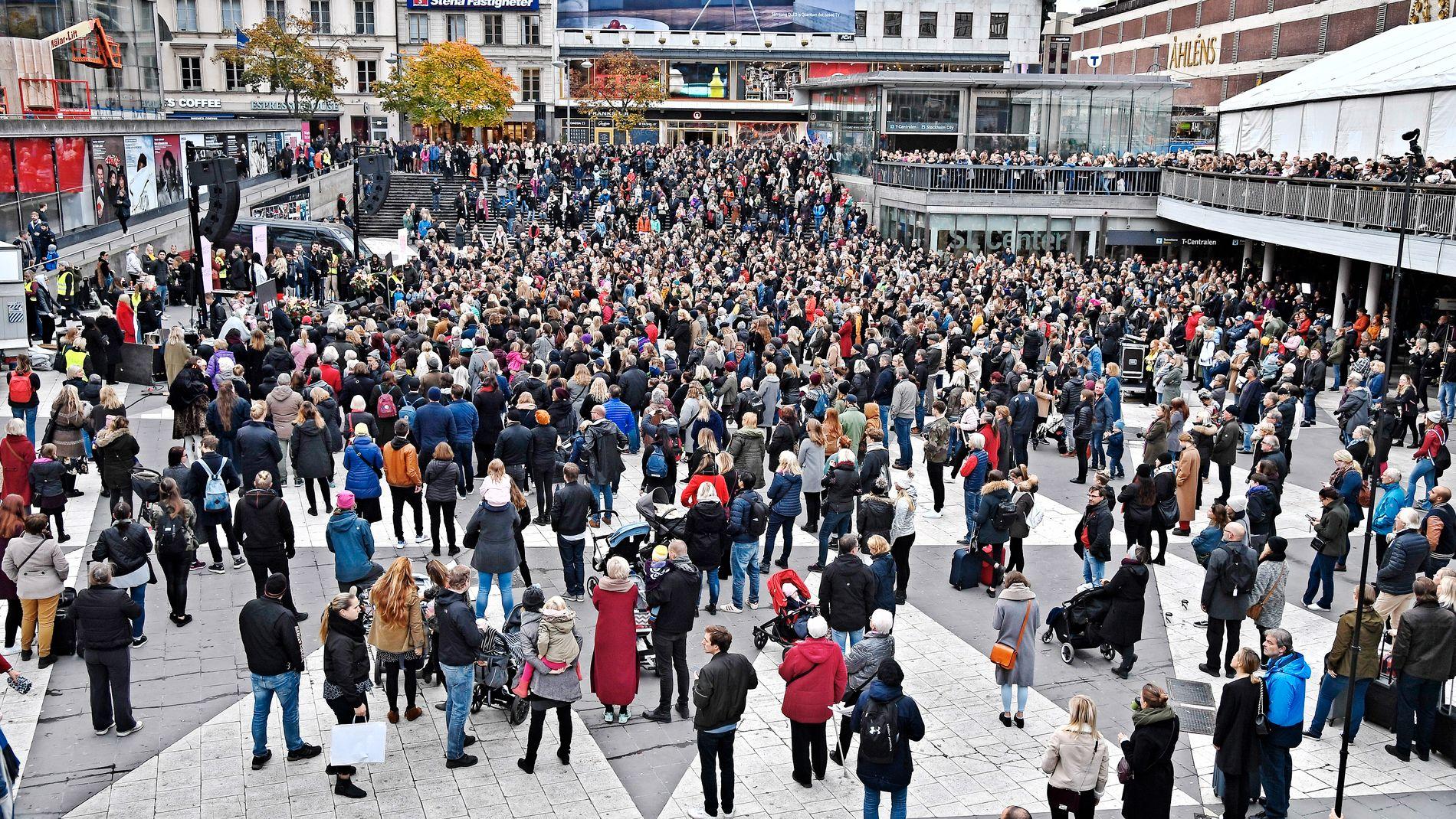 #METOO: Her demonstreres det i forbindelse med kampanjen på Sergels torg i Stockholm.