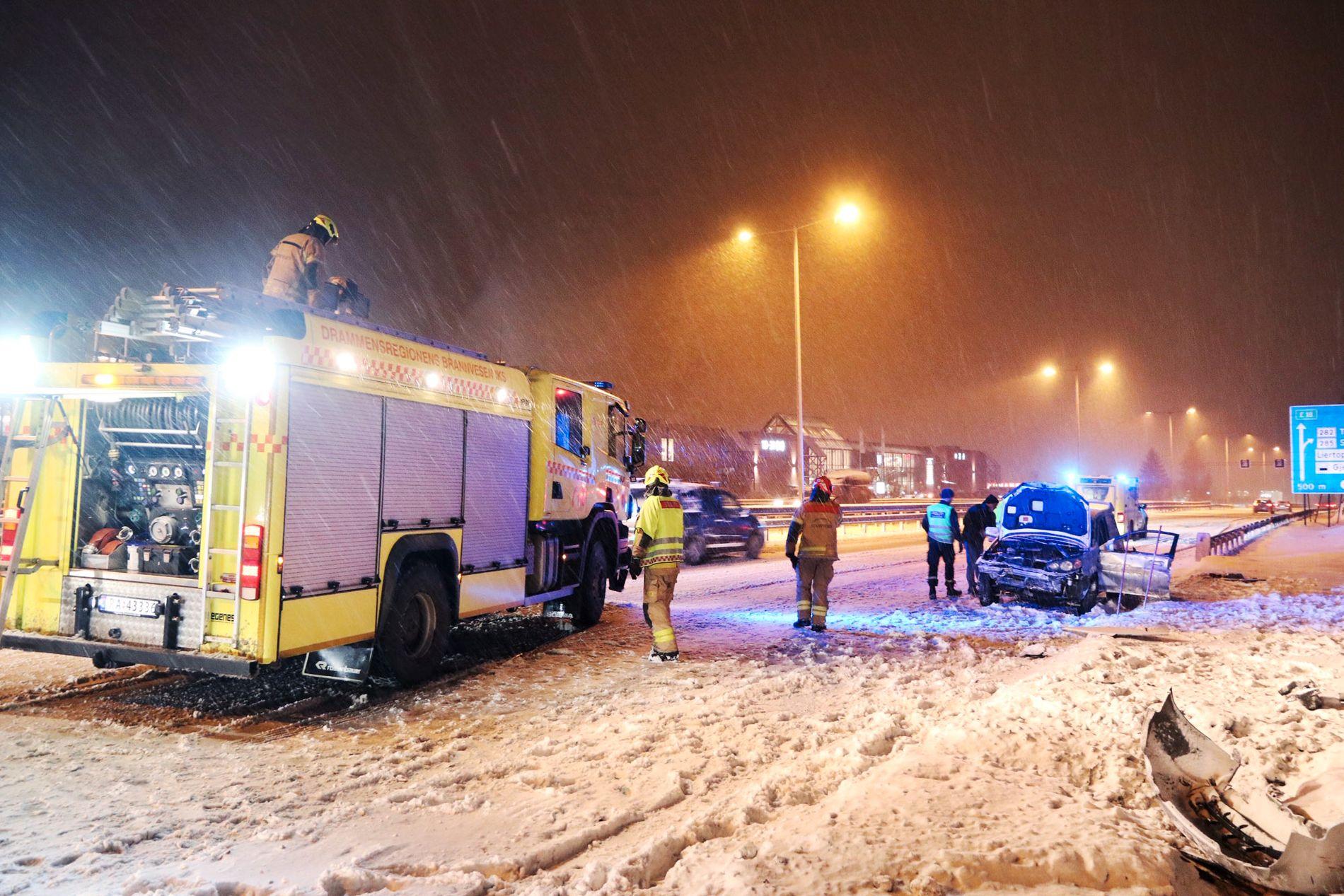 I TRØBBEL: Liertoppen i Buskerud var blant stedene hvor biler fikk problemer mandag kveld.