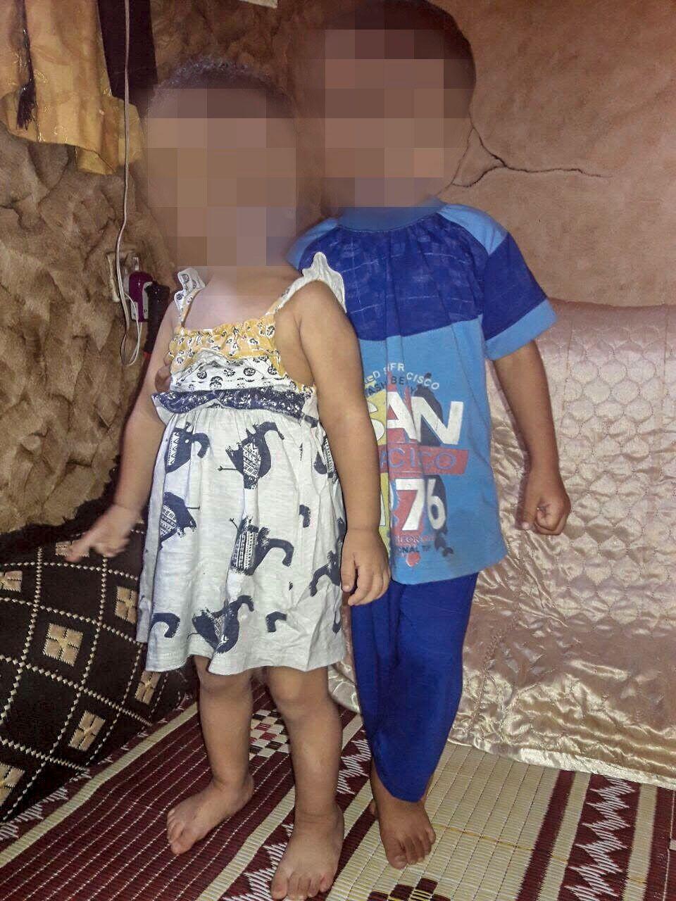 I SYRIA: Barna til den norsk-pakistanske IS-kvinnen, der gutten (4) er sønnen til avdøde Bastian Vasquez og jenta (2) er datteren til en annen IS-kriger, her på et bilde tilsendt fra IS-området i Syria.