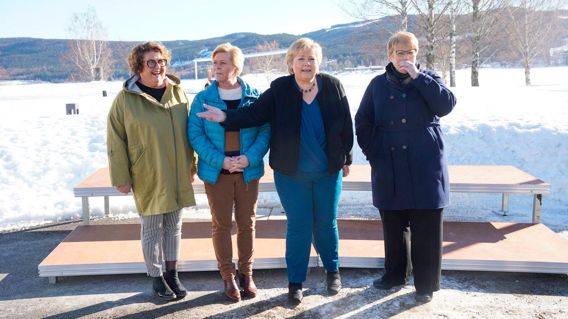 BUDSJETTKAMERATER: Tirsdag legges revidert budsjett for 2019 frem av finansminister Siv Jensen (nr. to fra venstre). Her er hun avbildet under budsjettkonferansen ved Hurdalsjøen i mars, sammen med landbruks- og matminister Olaug Bollestad (KrF) (t.v.), statsminister Erna Solberg og Venstre-leder og kulturminister Trine Skei Grande (t.h.)