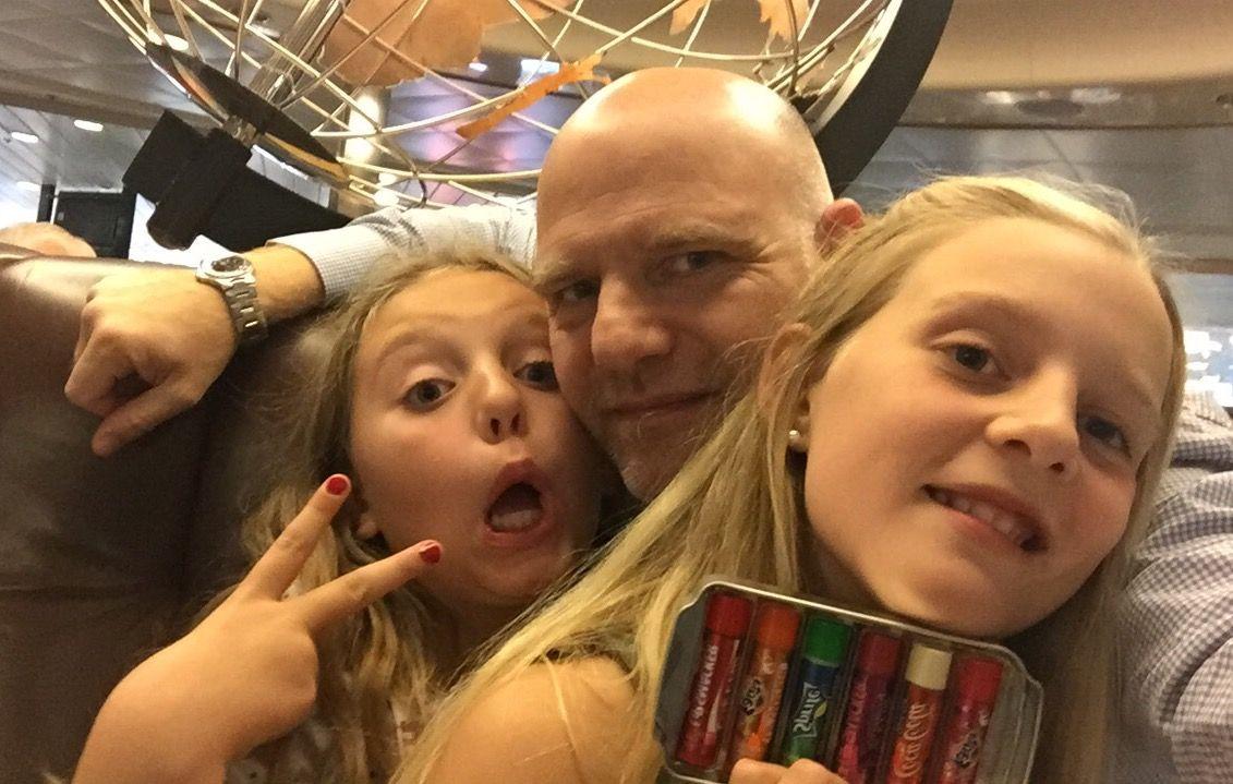 PAPPA PÅ TUR: Rasmus Jonas og døtrene Kine (12) og Hannah (11) tar stadig en båttur over til Danmark.