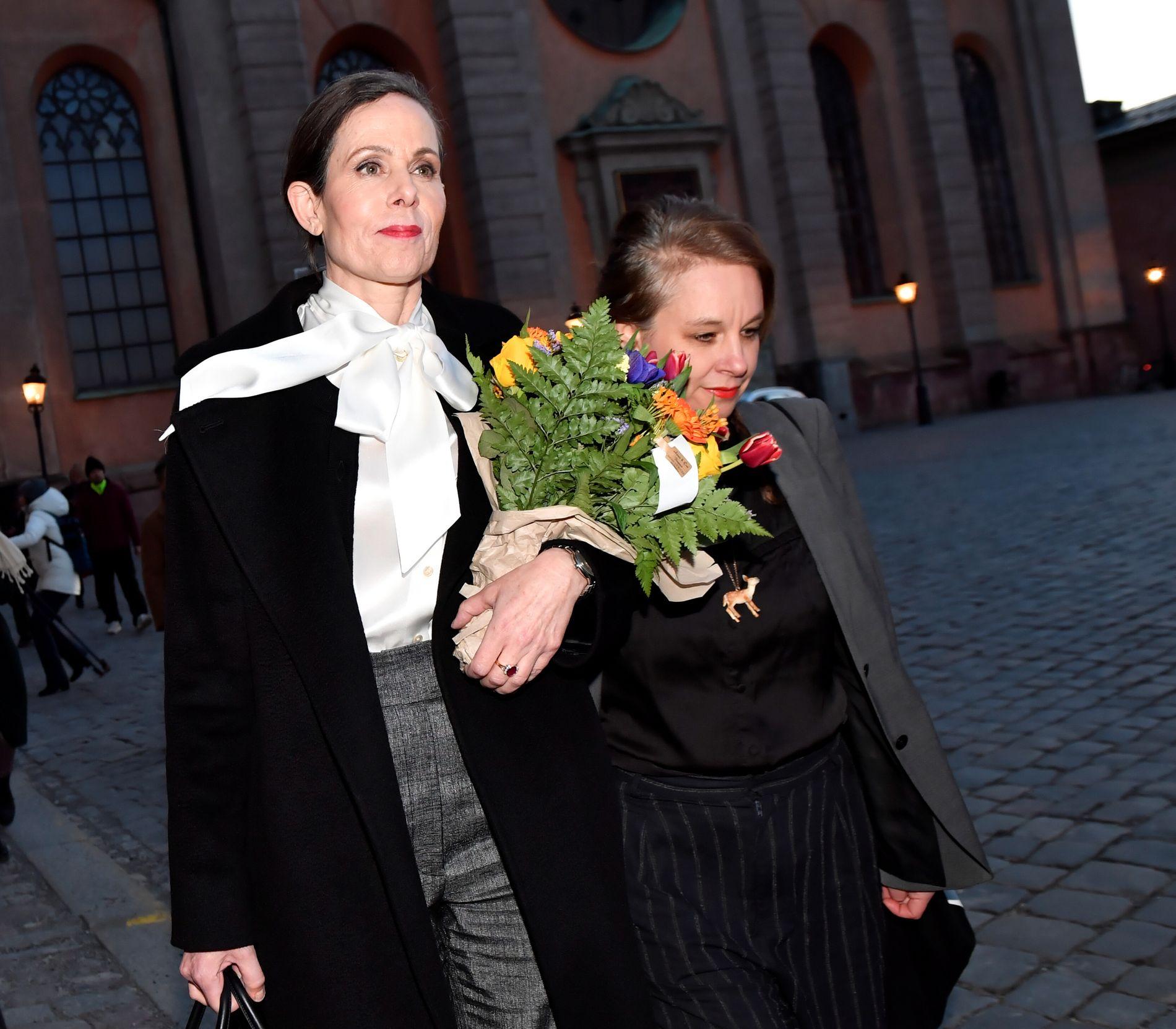 TRAKK SEG ETTER PRESS: Etter et krisemøte i Svenska Akademien 12. april, kunngjorde Sara Danius at hun trakk seg som medlem og sekretær. Her sammen med forfatter og akademimedlem Sara Stridsberg som også nylig trakk seg. Nå har Akademien besluttet at de ikke deler ut Nobelprisen i litteratur i år.