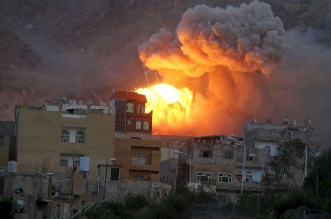 ANGREP: Et våpenlager går i luften i et bombeangrep den 11. mai i fjor.