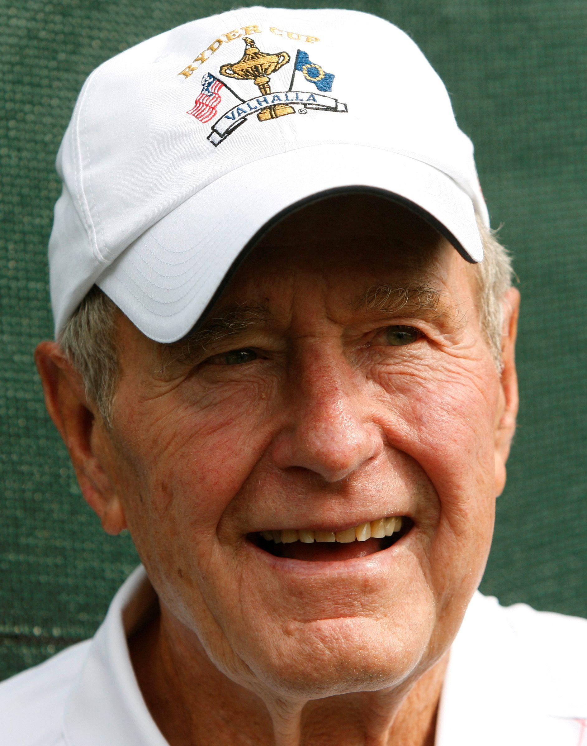 GIKK BORT: Tidligere president i USA, George H.W. Bush er død. Han ble 94 år gammel.