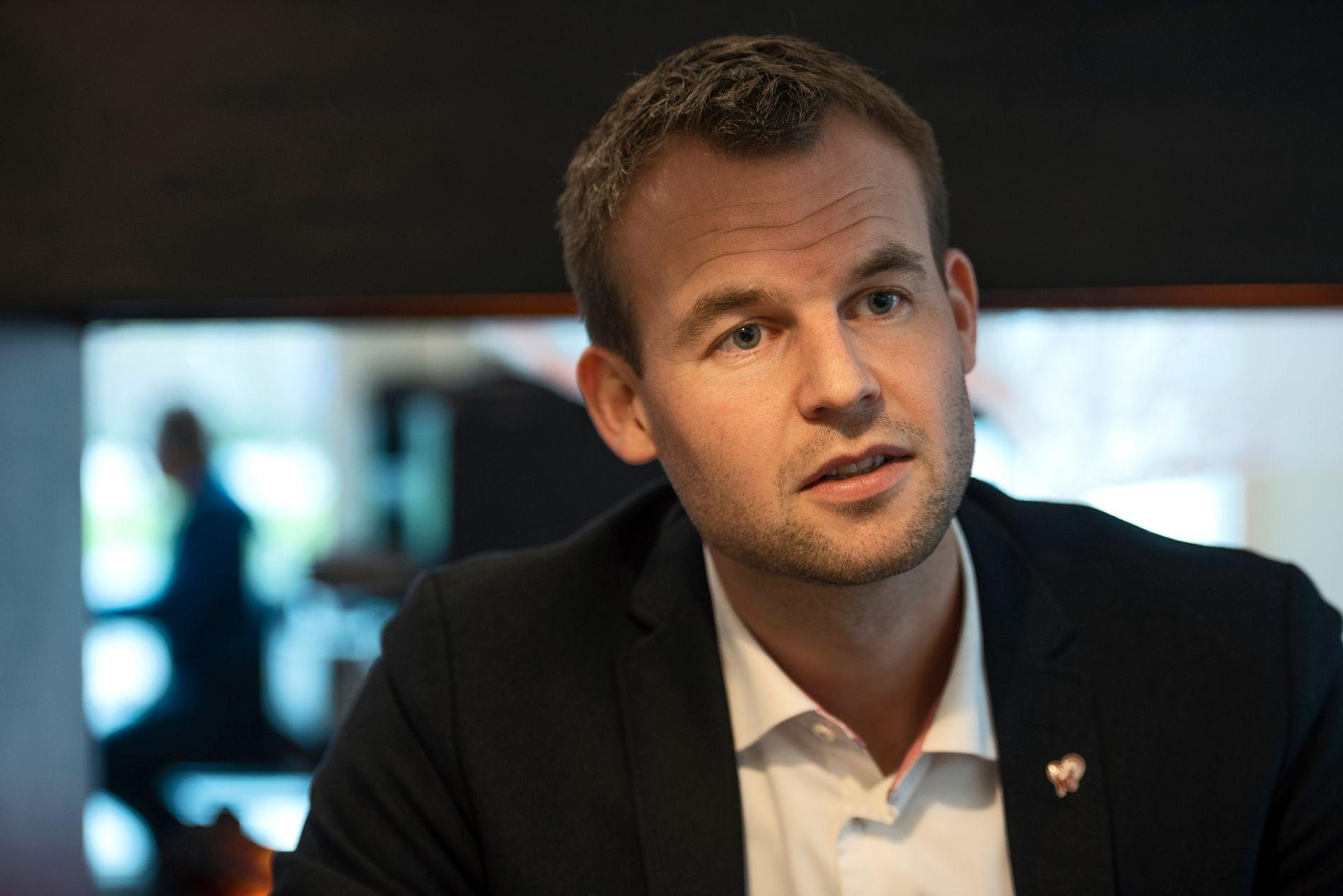 SVARER: Barne- og familieminister Kjell Ingolf Ropstad (KrF).