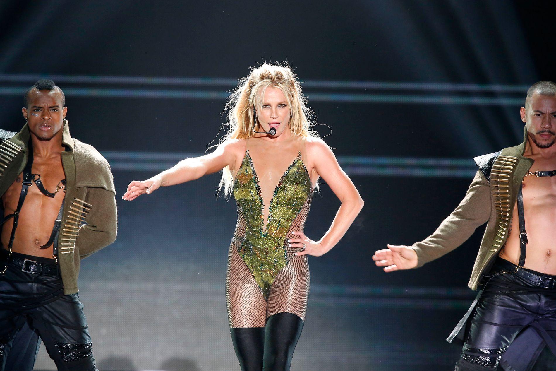 BESKYLDES FOR JUKS: Britney Spears under konserten i Tokyo 3. juni, der hun ble beskyldt for å mime til playback.