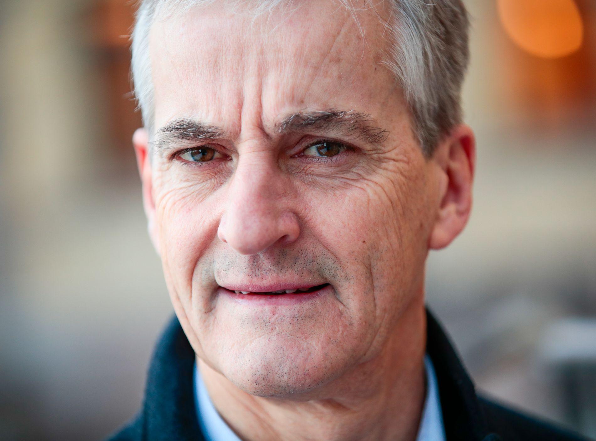 LOVER IKKE LAVERE KOSTNADER: Ap-leder Jonas Gahr Støre vil endre hele bompengesystemet. Han lover en mer rettferdig ordning, men ikke lavere kostnader.