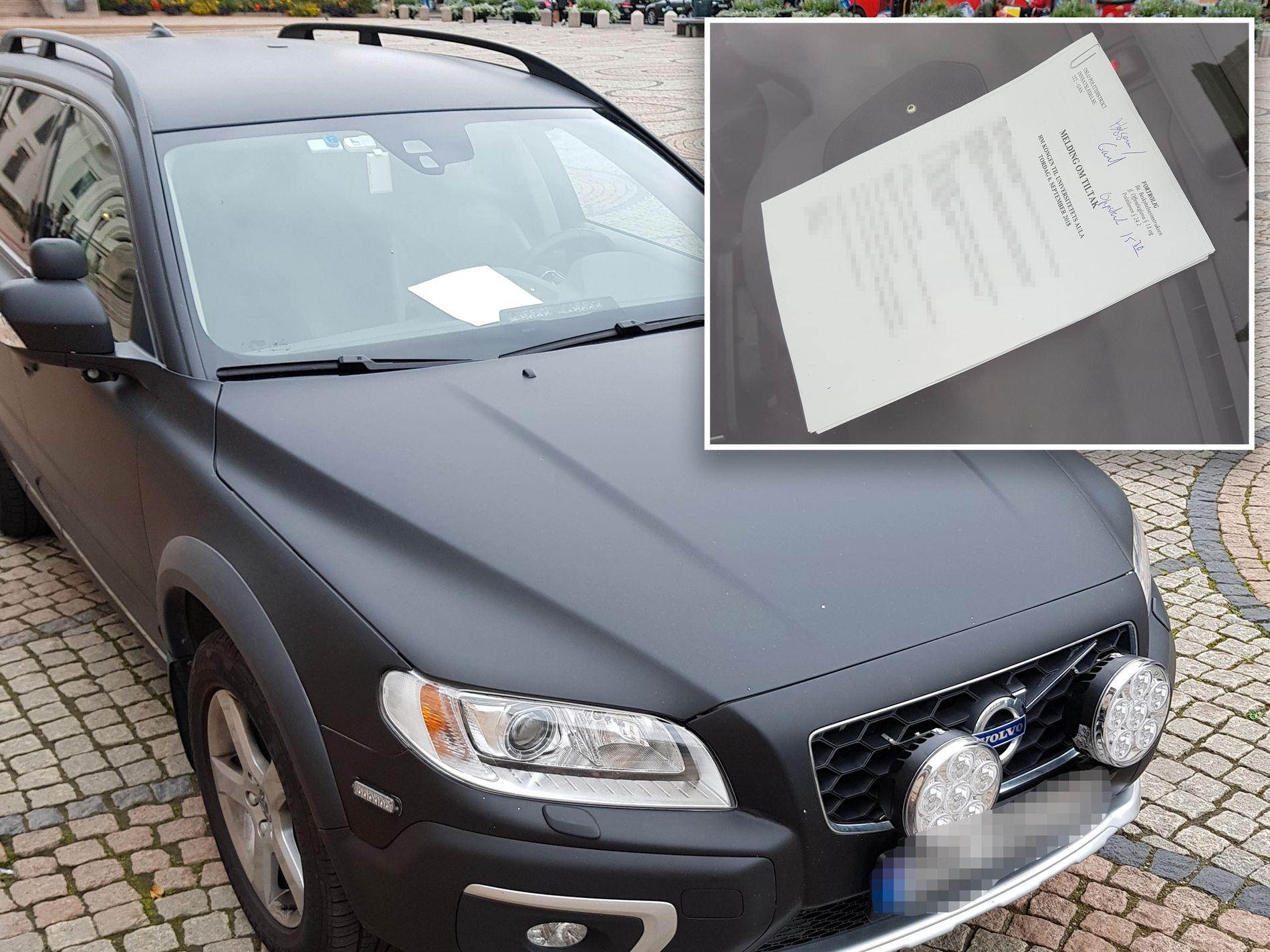 TABBE: Her ligger det graderte dokumentet med ulike sikringstiltak på dashbordet i den sivile politibilen, rett utenfor det juridiske fakultet, som ventet på besøk av kong Harald.