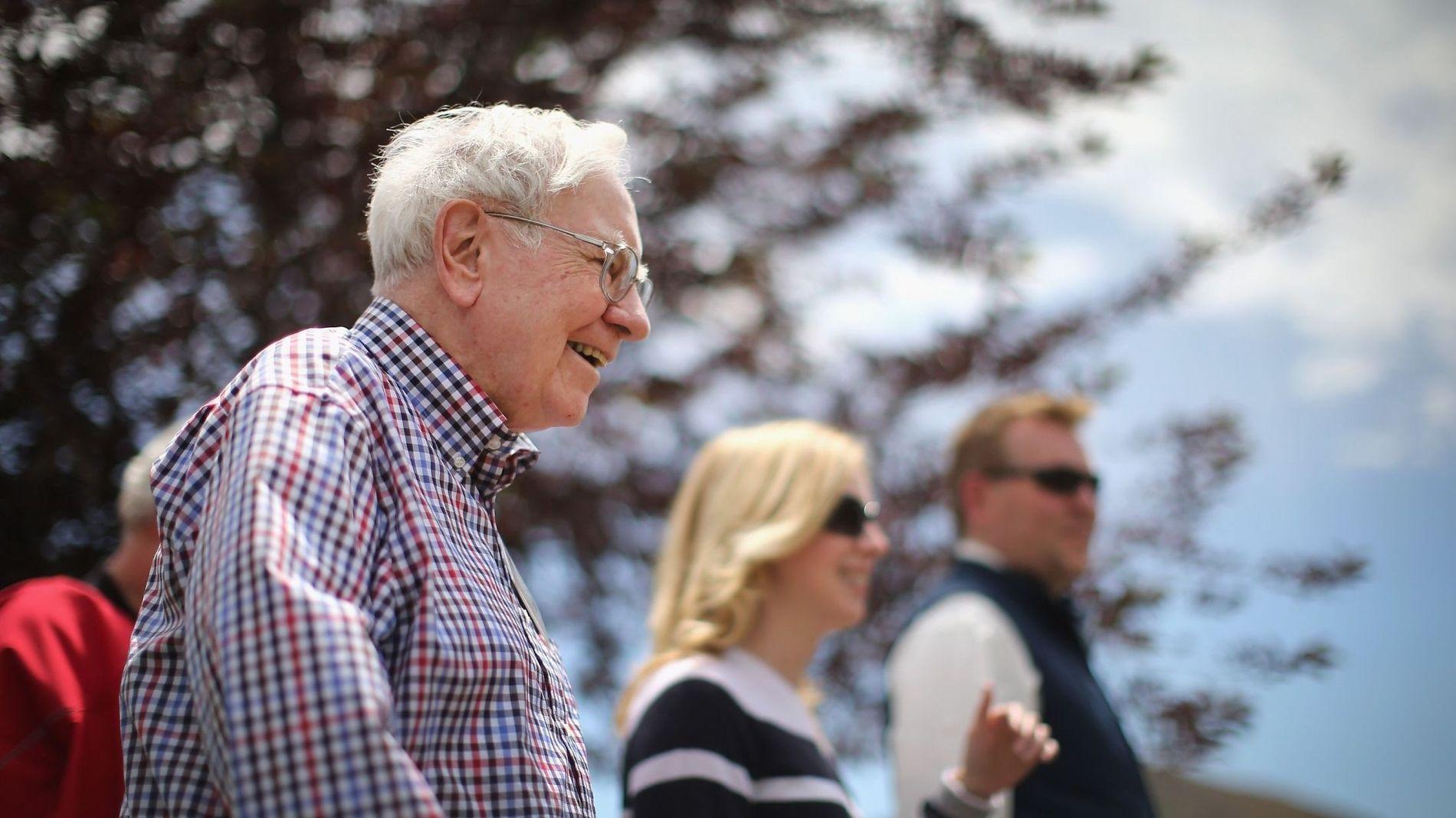 ORAKELET FRA OMAHA: Warren Buffett er ansett som en av verdens beste investorer, og er verdt 67,6 milliarder dollar, ifølge Forbes. Når «Orakelet fra Omaha» prater, lytter meglere verden rundt.