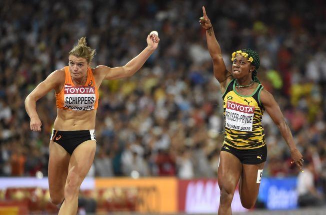 NESTEN SENSASJON: Shelly-Ann Fraser-Pryce (28) var favoritt og vant 100-meterfinalen, men holdt så vidt Nederlands Dafne Schippers (23) bak seg i finishen.