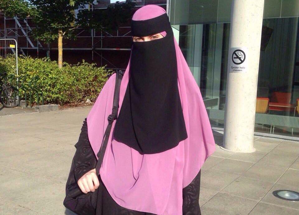 BRUKER NIKAB: Leyla Hasic (32) bruker det ansiktsdekkende sløret nikab. FOTO: PRIVAT