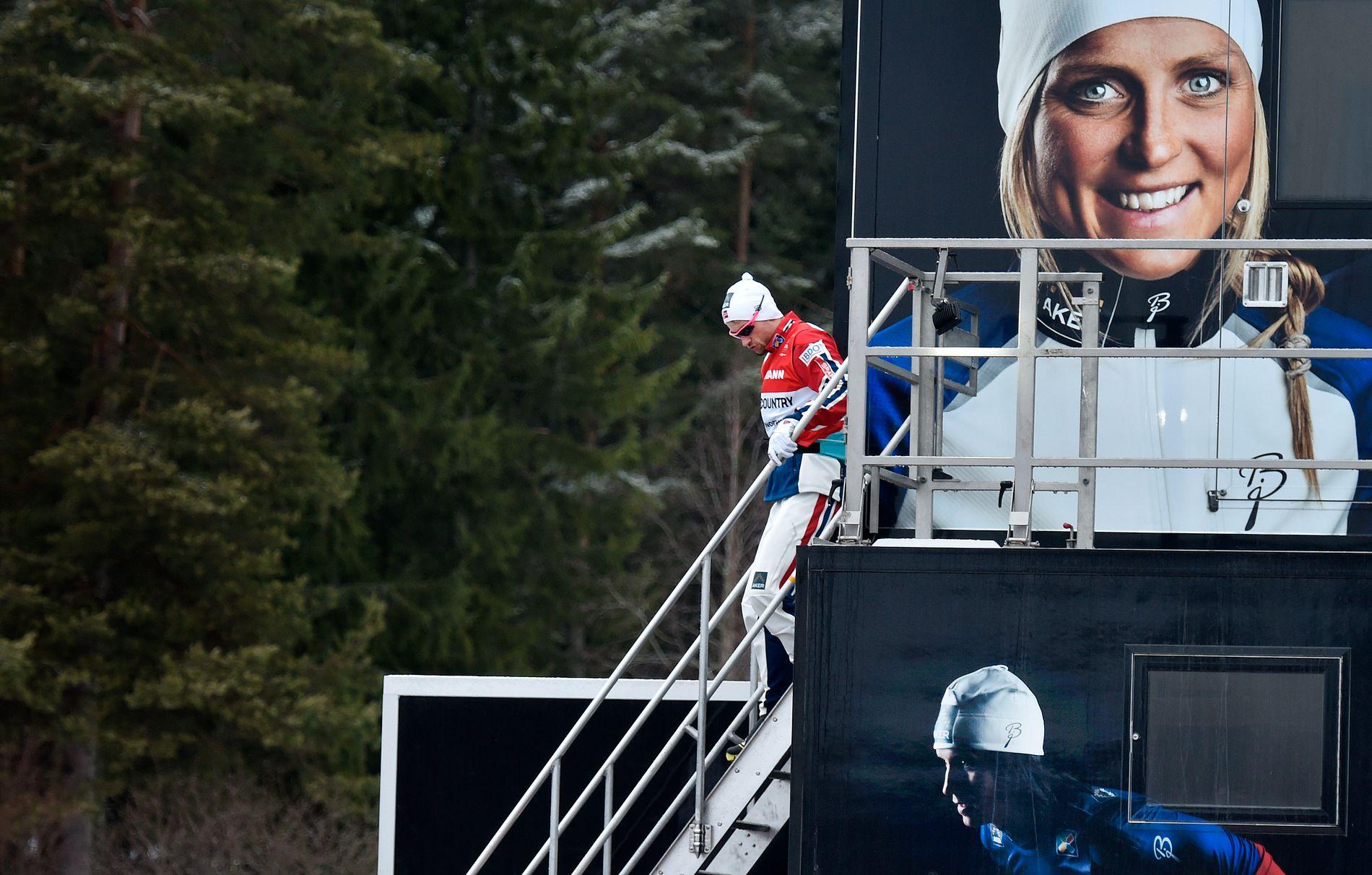 MILLIONSUKSESS: Petter Northug har tjent mange millioner på langrennssuksessen. Det har også Therese Johaug og Marit Bjørgen som her er klistret på den norske smøretraileren. Her under ski-VM i Falun i 2015.