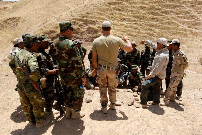DAGENS OPPDRAG: En soldat fra Telemark bataljon (TMBN) driver opptrening av lokale sikkerhetsstyrker på det internasjonale treningssenteret utenfor Erbil.