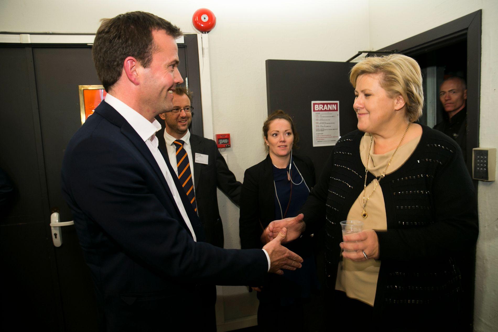 KLIMA-UENIGE: Statsminister Erna Solberg er påmeldt til Zero-konferansen 23-24 november i år, slik hun også var for to år siden, da Zero-sjef Marius Holm tok imot henne. Foto: Heiko Junge / NTB scanpix