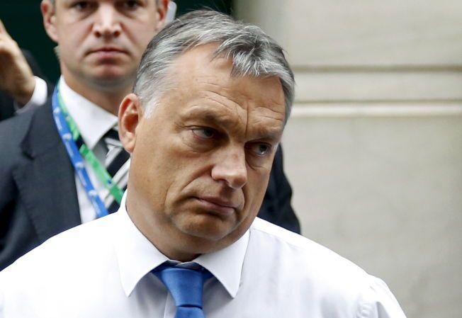 ØNSKER FLYKTNINGSTANS: Ungarns statsminister Viktor Orbán er ikke i tvil om hvem som er skyld i terrortruslene mot Europa. Her er han på en partisamling før et ekstraordinært møte i Europaparlamentet for å diskutere migrasjonsstrømmen til EU i september.