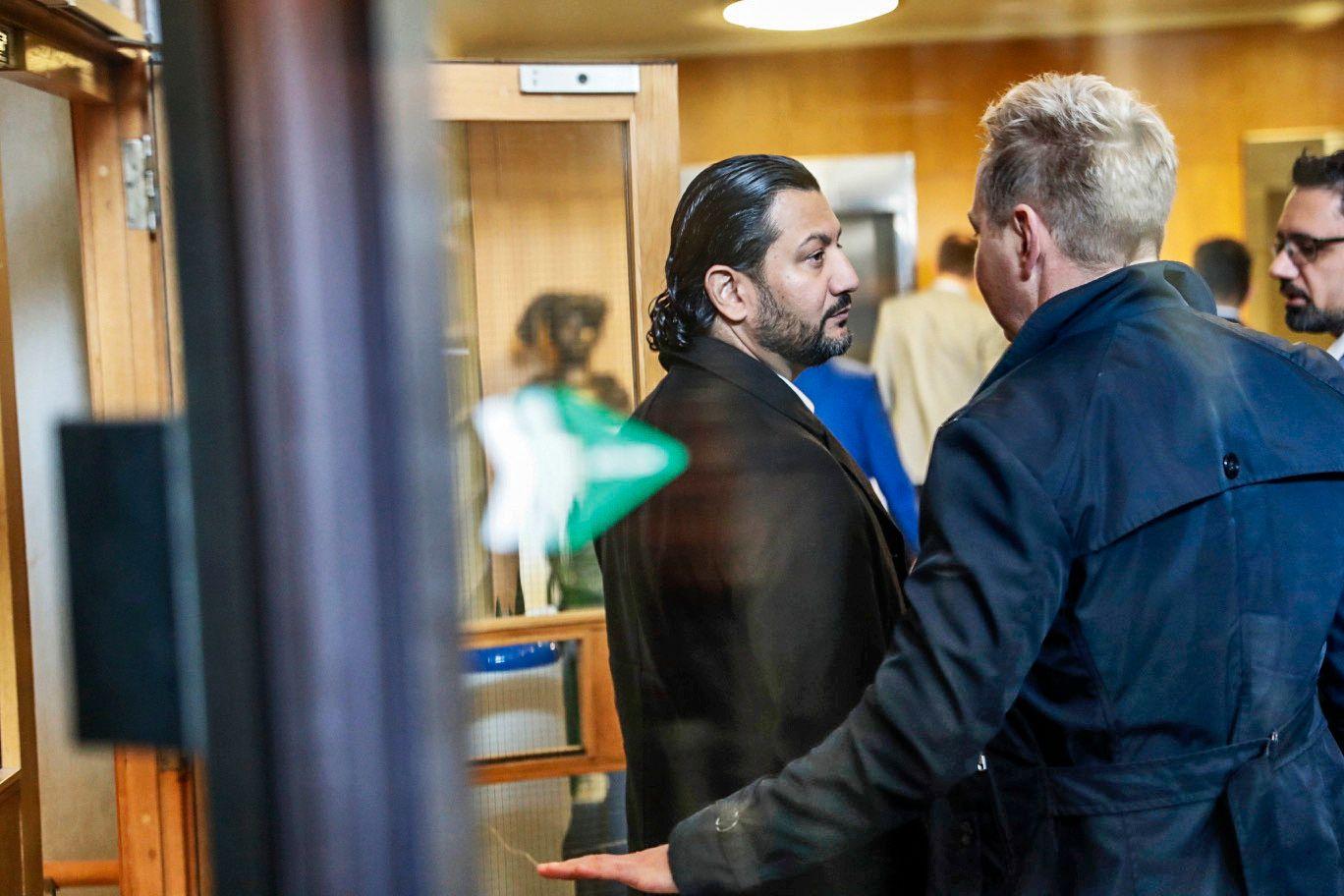 KONTROVERSIELL LEDER: Generalsekretær Mehtab Afsar i Islamsk Råd Norge på vei for å møte kulturministeren.