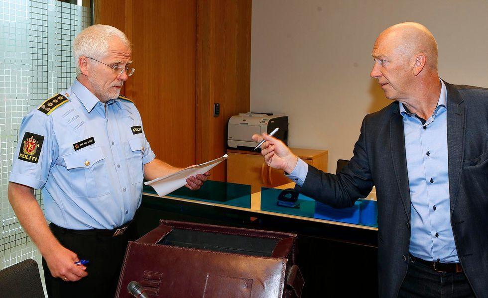 Politiadvokat Thomas Rye-Holmboe og forsvarer Bjørn Arild Langenes i fengslingsmøte fredag.