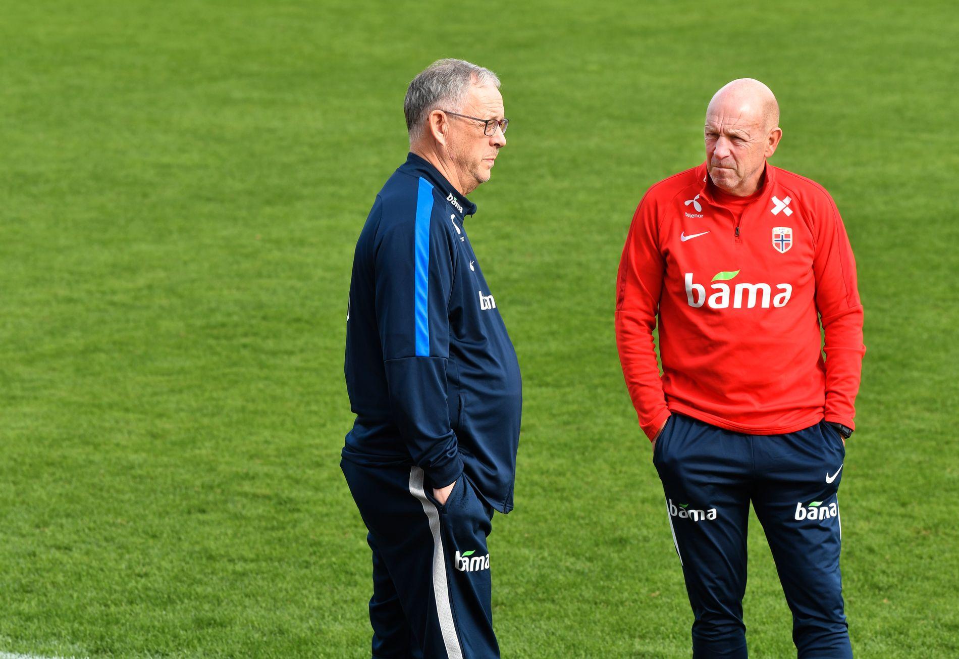 SKILLER LAG: Lars Lagerbäck og Nils Johan Semb før oppgjøret mot Kypros i Nations League i fjor høst.
