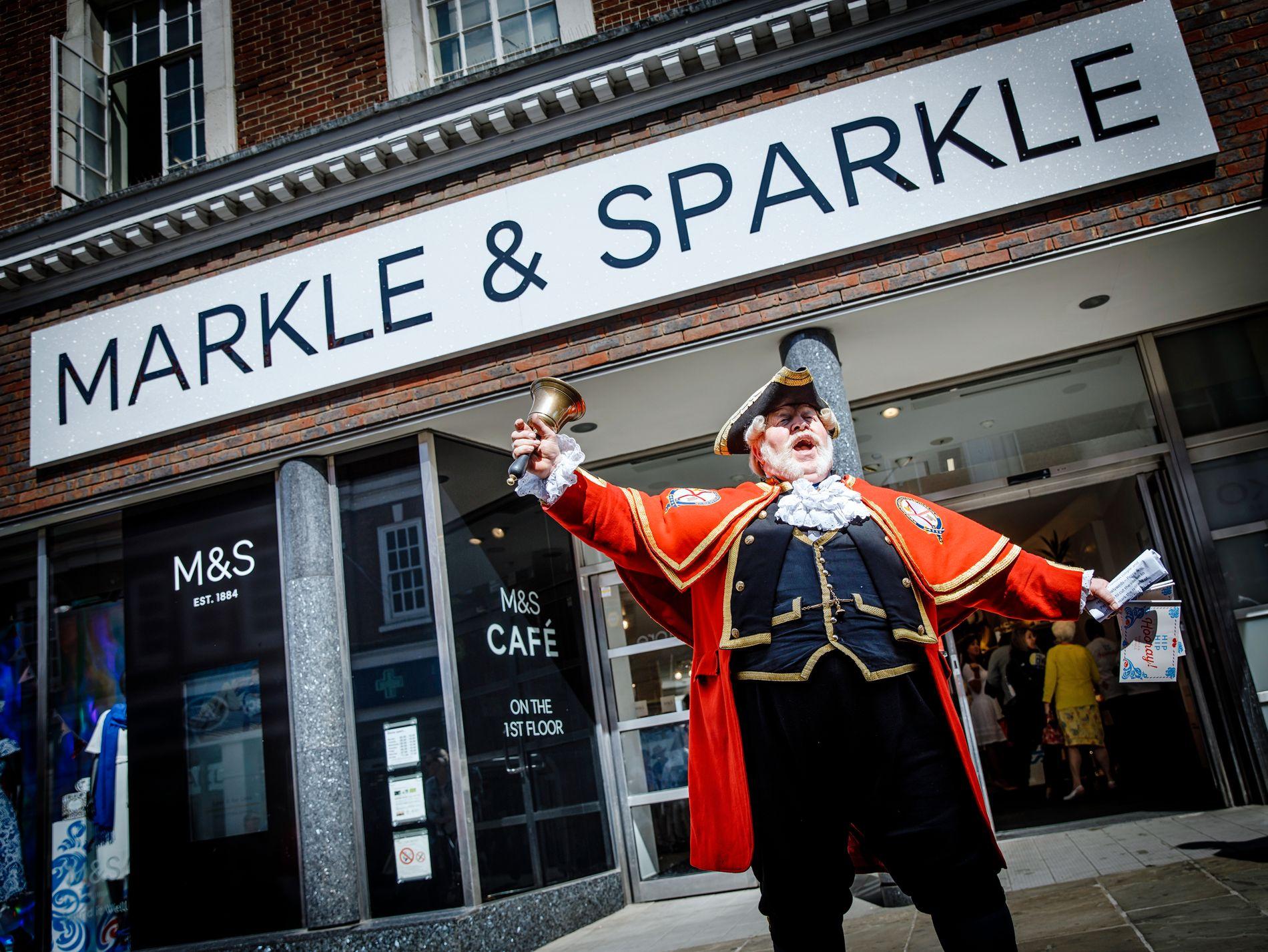 TIL ÆRE FOR BRUDEN: Marks & Spencer har byttet navn i helgen.