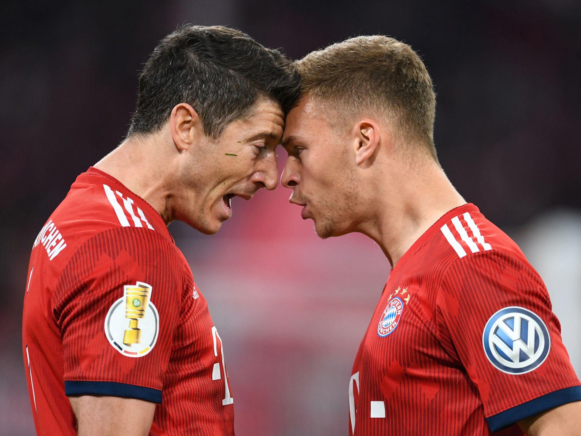 MÅLBONANZA: Det ble ni mål da Bayern München slo Heidenheim 5–4 i cupen. Robert Lewandowski (t.v.) avgjorde kampen etter 84 minutter. Her feirer han med Joshua Kimmich.