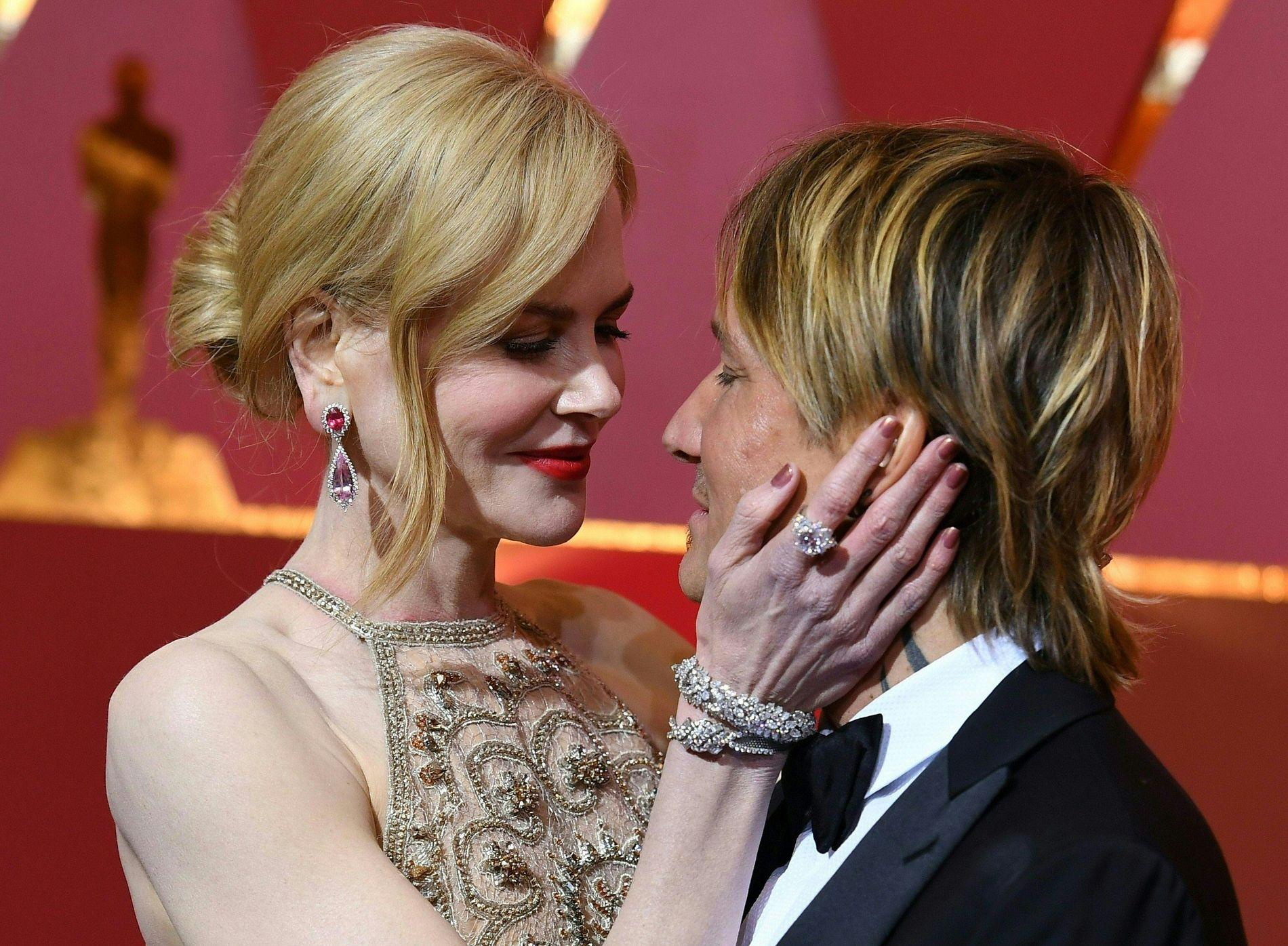 PRISNOMINERT: Nicole Kidman med ektemannen Keith Urban på den røde Oscar-løperen i februar. Hun var nominert i kategorien Beste kvinnelige birolle for «Lion».