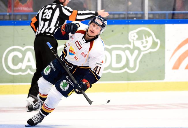 I GANG: Patrick Thoresen jubler for 4-1-målet mot Växjö tidligere i oktober. Nordmannen har 12 poeng på 11 kamper i den svenske hockeyligaen denne sesongen.
