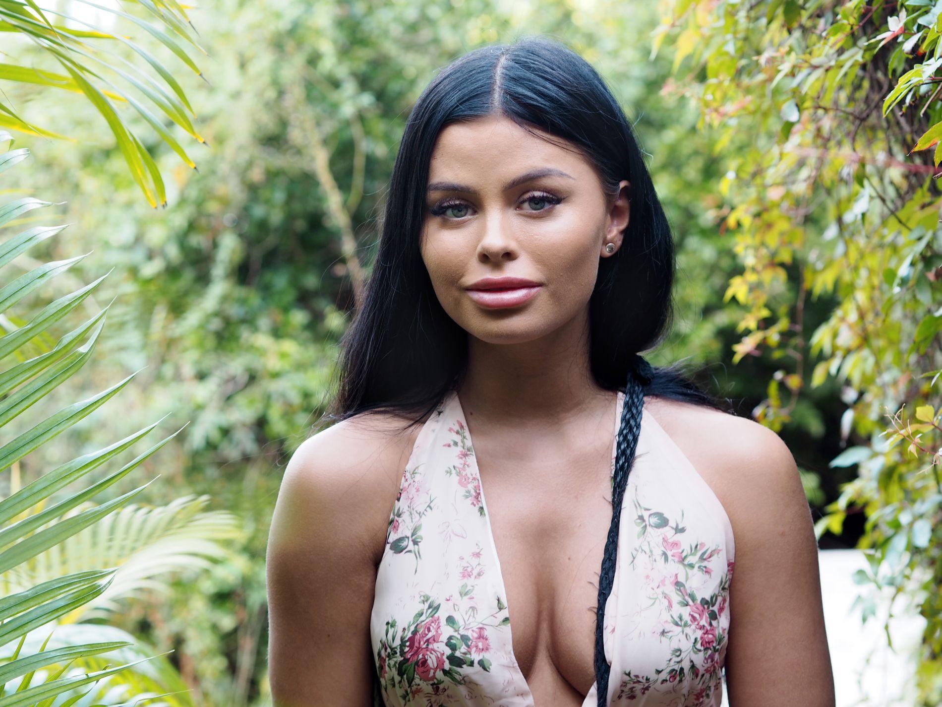 INFLUENSER: Lærervikar og influenser Sofie Karlstad gjorde sin TV-debut i svenske «Love Island». Nå vil hun knuse kulen på «Paradise Hotel»