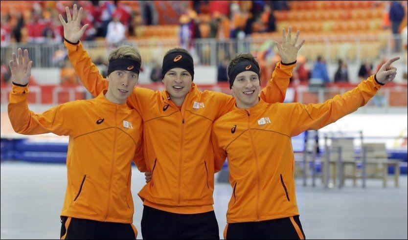 ORANSJE-FEST: Sven Kramer (i midten) vant OL-sølv på 5000 meter i 2006-OL. I dag vant han sitt andre OL-gull på distansen, etter å ha senket sin OL-rekord med fire sekunder. Jan Blokhuijsen (t.h.) kom på 2. plass, fem sekunder bak, mens Jorrit Bergsma tok bronsen. Foto: AP