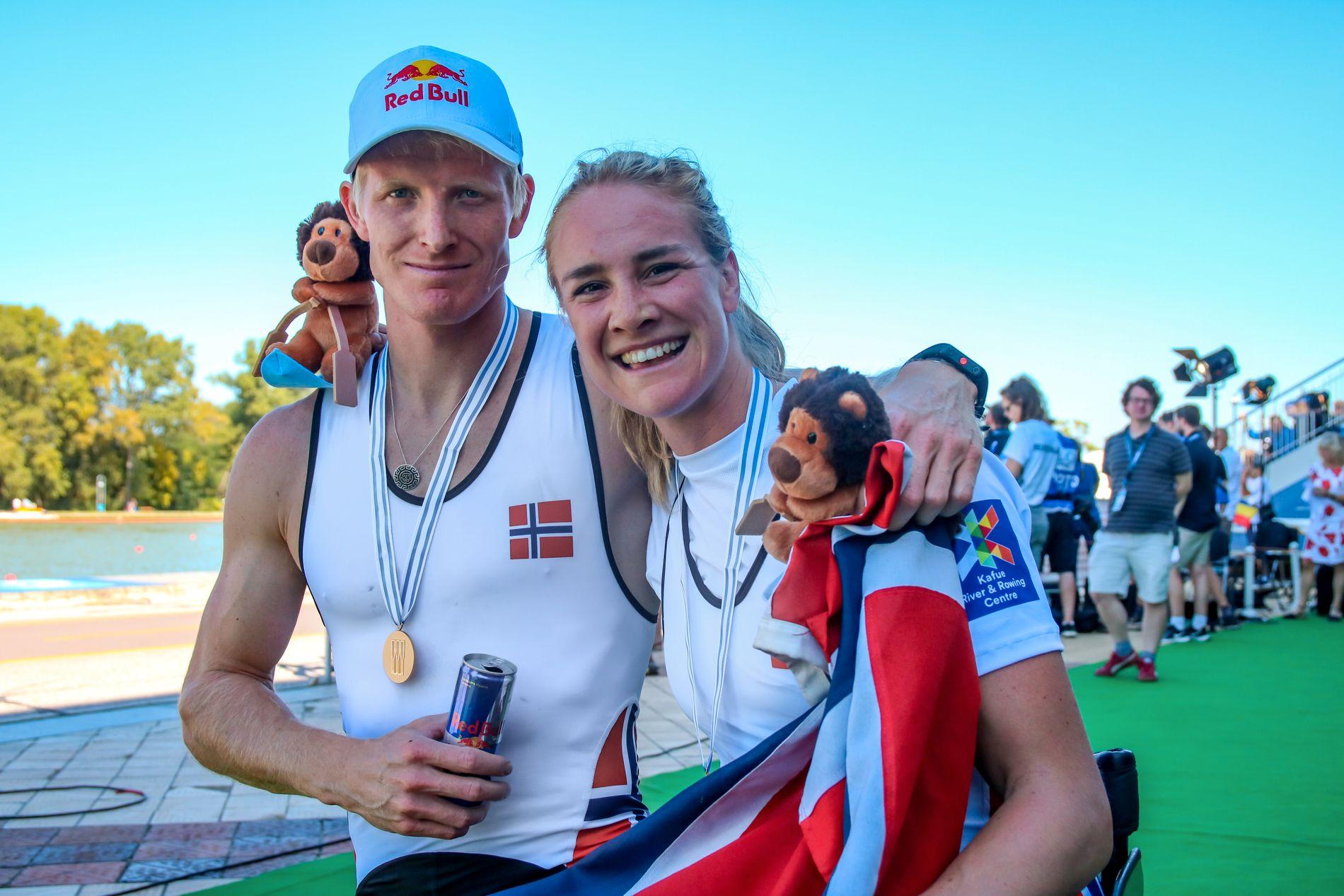 DOBBEL: Birgit Skarstein rodde først inn til gull selv, så heiet hun frem Kjetil Borch til samme valør. Her er de norske gullvinnerne sammen.