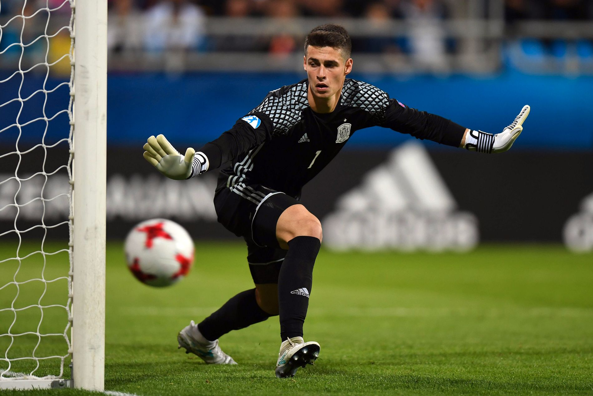 TREKVART MILLIARD: Denne mannen er tidenes dyreste målmann. Kepa Arrizabalaga overtar for Thibaut Courtois i Chelsea.