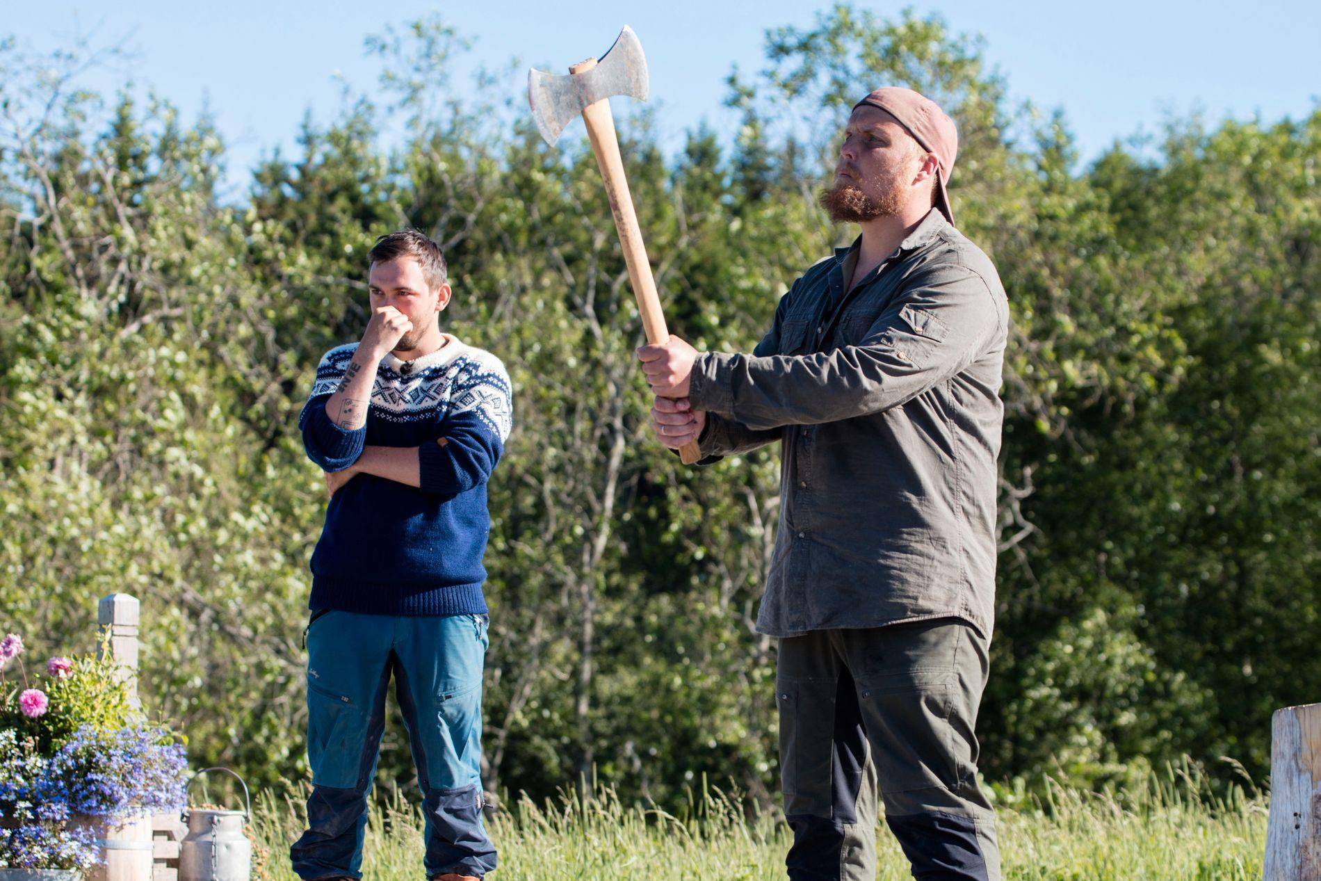JEVN KAMP: Med et ellevilt siste kast som ga maksscore vant Stian «Staysman» Thorbjørnsen søndagens tvekamp mot Dennis Vareide.
