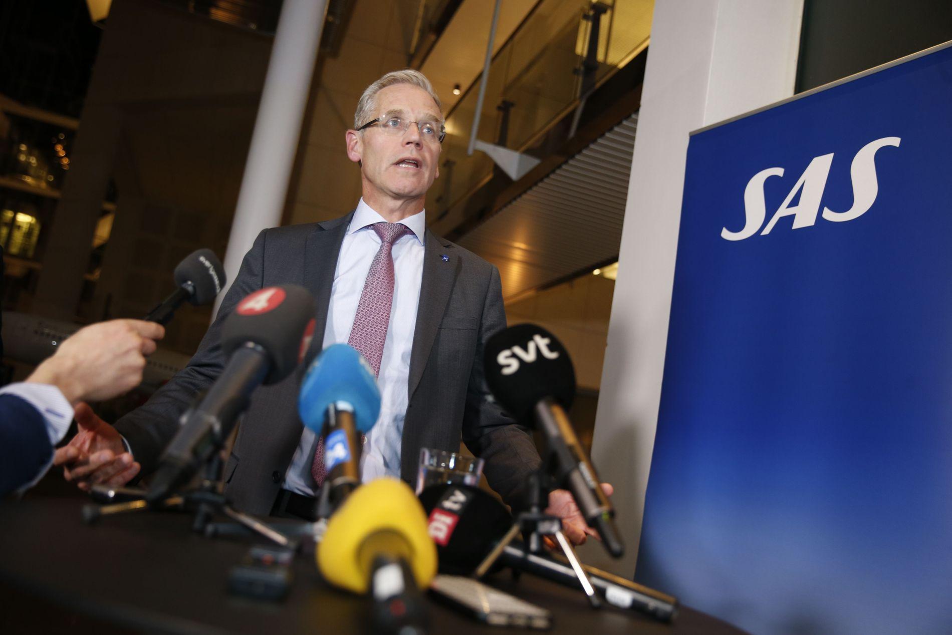 MØTTE PRESSEN: SAS-sjef Rickard Gustafson bekreftet torsdag kveld at partene er kommet til enighet, og at pilotstreiken er over.
