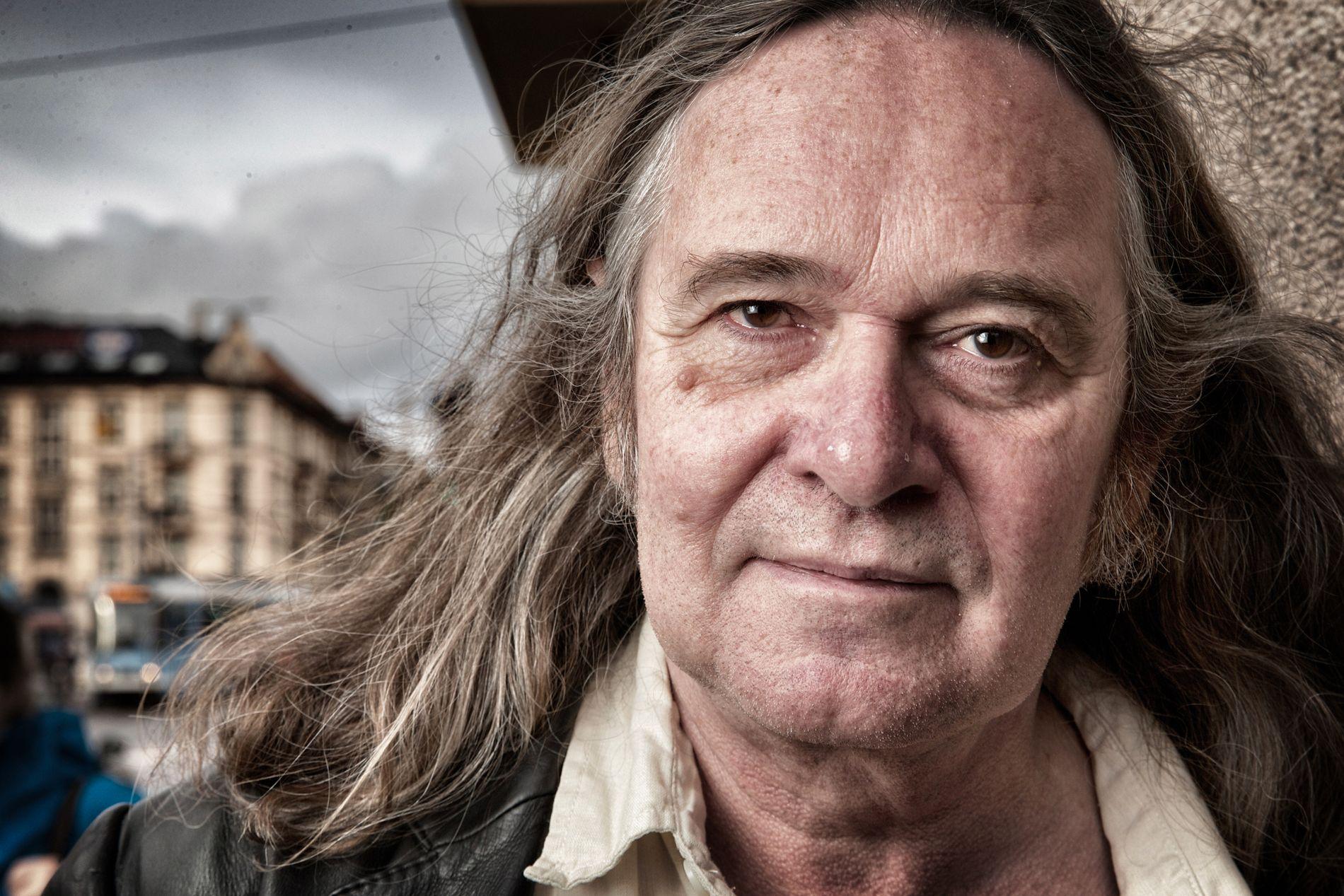 ELLING-NYTT: Ingvar Ambjørnsen (62) vekket Elling til live som blogger for noen år siden, og nå har han skrevet en femte roman om Elling - som starter rundt 13–14 år etter at vi forlot ham psykotisk i «Elsk meg i morgen» (kom i 1999).