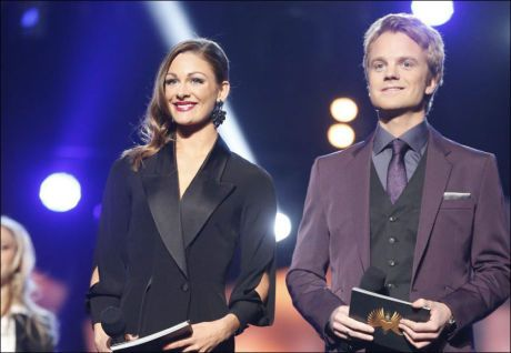 SMOKING HOT: Jenny Skavland og medprogramleder Erik Solbakken under kveldens MGP-finale. Foto: MATTIS SANDBLAD/ VG