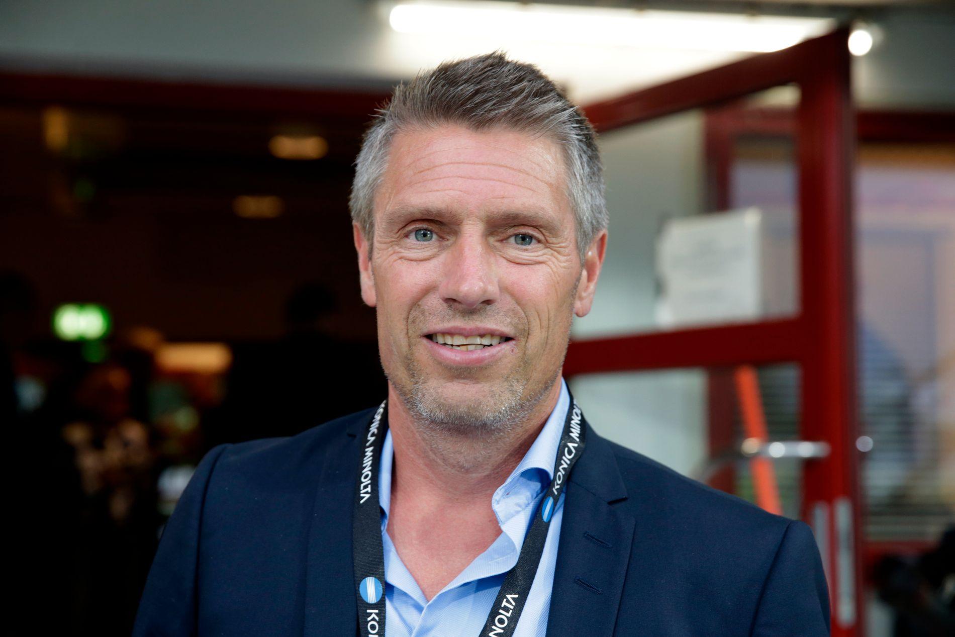 KRITISK TIL KRITIKKEN: Sportssjef i Sarpsborg 08, Thomas Berntsen, mener at man ikke er flinke nok til å snakke opp produktet norsk fotball. Her er han avbildet i forbindelse med en kamp mot Start på Sarpsborg stadion i 2016.