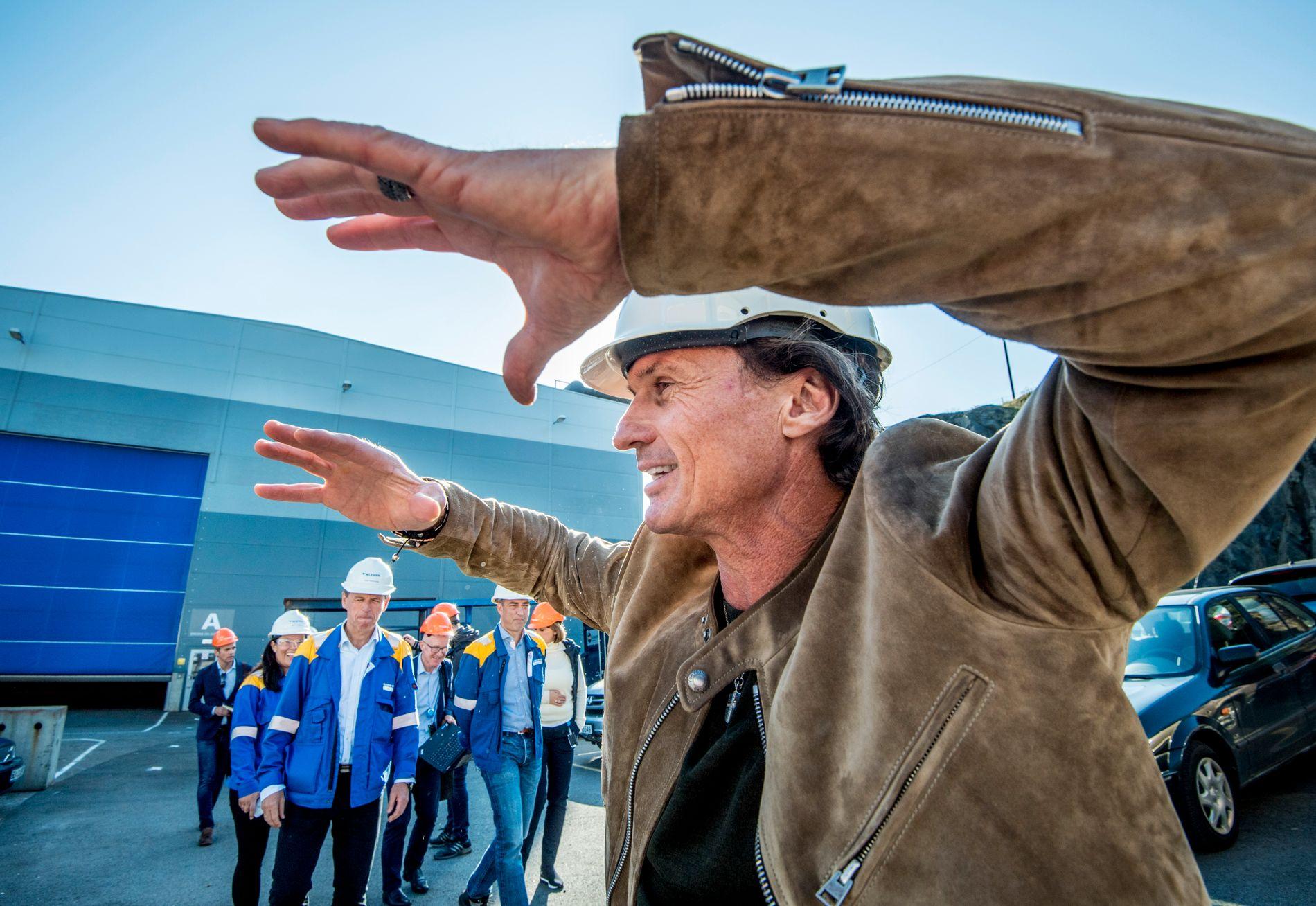 SATSER PENGER: Investor Petter Stordalen besøkte nylig Kleven verft, etter å ha gått inn på eiersiden i verftskonsernet.