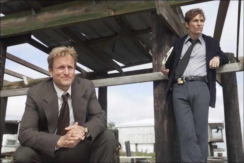 GODE VENNER: Woody Harrelson og Matthew McConaughey er bestevenner i virkeligheten». I HBO-serien «True Detective» er de politipartnere, men ikke akkurat venner. Foto: Jim Bridges/HBO