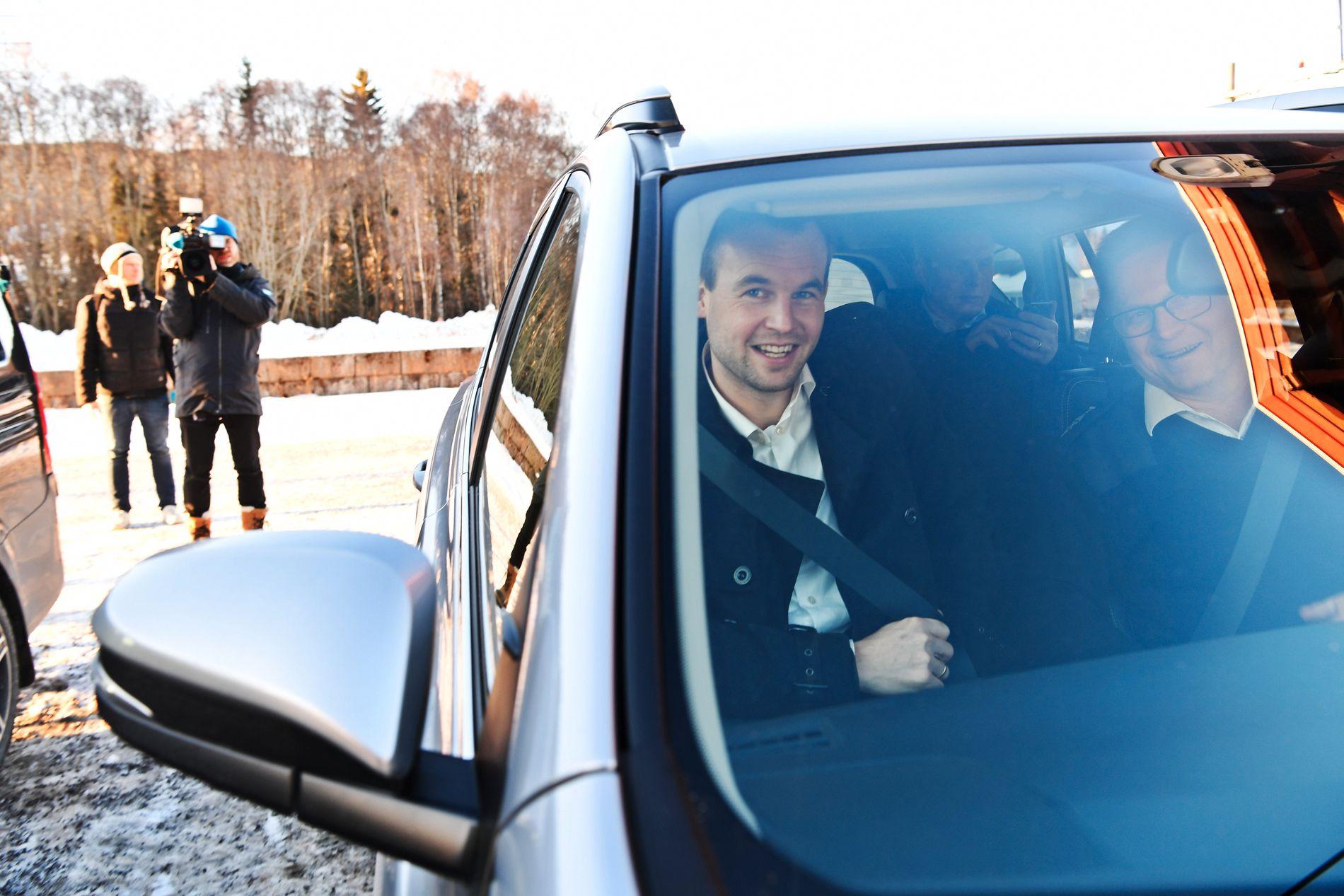 KLAR: Nå skal Kjell Ingolf Ropstad (KrF) i forhandlinger med Høyre, Frp og Venstre. Uansett om det tar dager eller uker er han klar: – Vi har god tid og har pakket for å være her lenge.