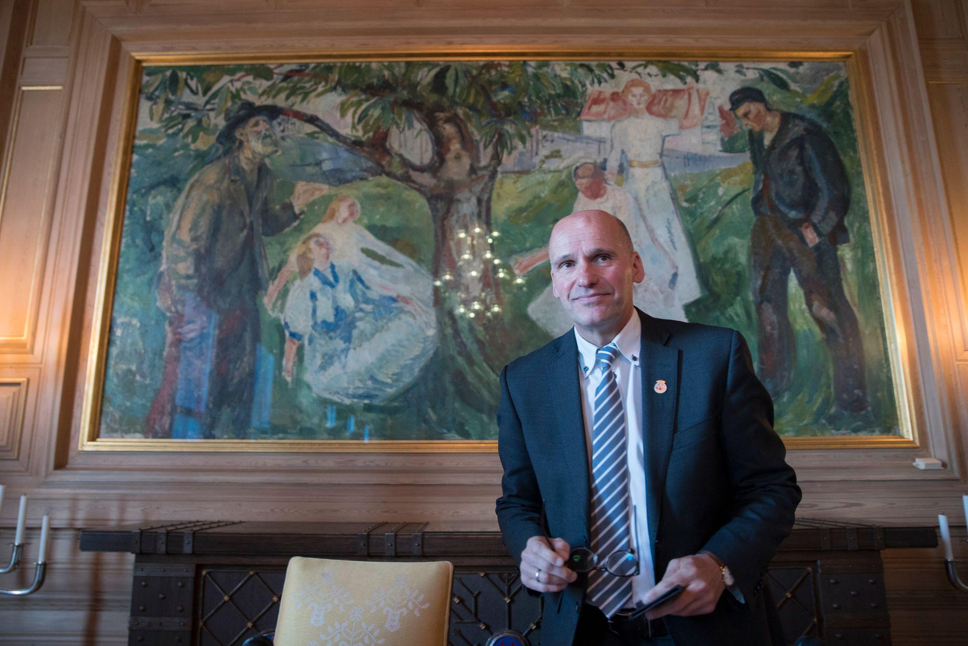 TIL BYSTYRET: Geir Lippestad da han presenterte oppkjøpet av Hafslund i april. Nå går han tilbake til bystyret.