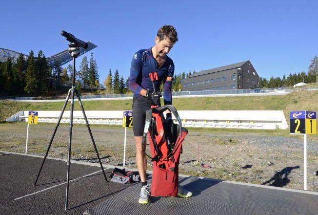 TILBAKE ETTER SYKDOM: Ole Einar Bjørndalen trener nå på egenhånd etter å ha slitt med sykdom i sommer. Dette bildet er fra en tidligere treningsøkt i Holmenkollen.