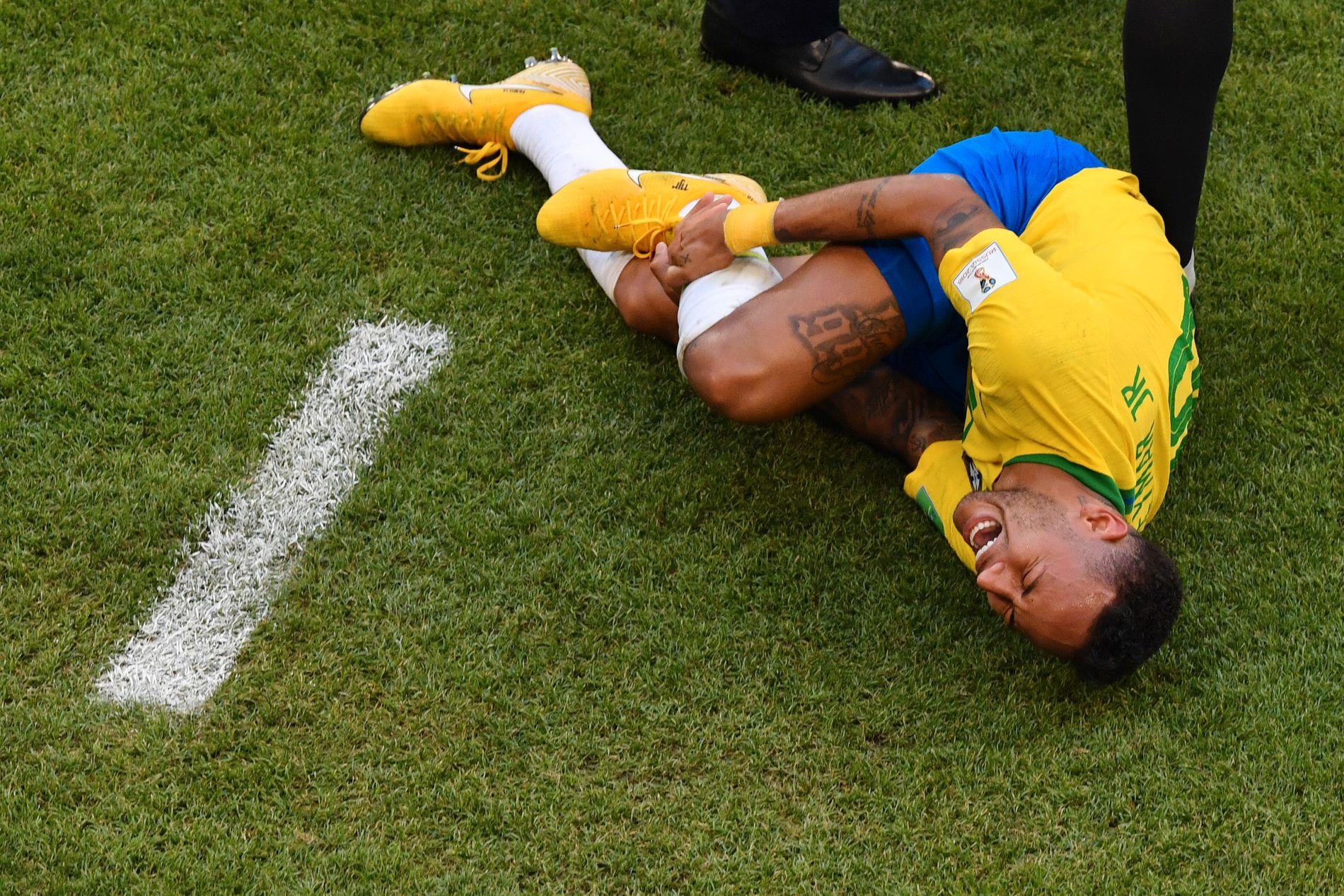 FÅR KJEFT: Neymar i kjent positur, her i kampen mot Mexico.