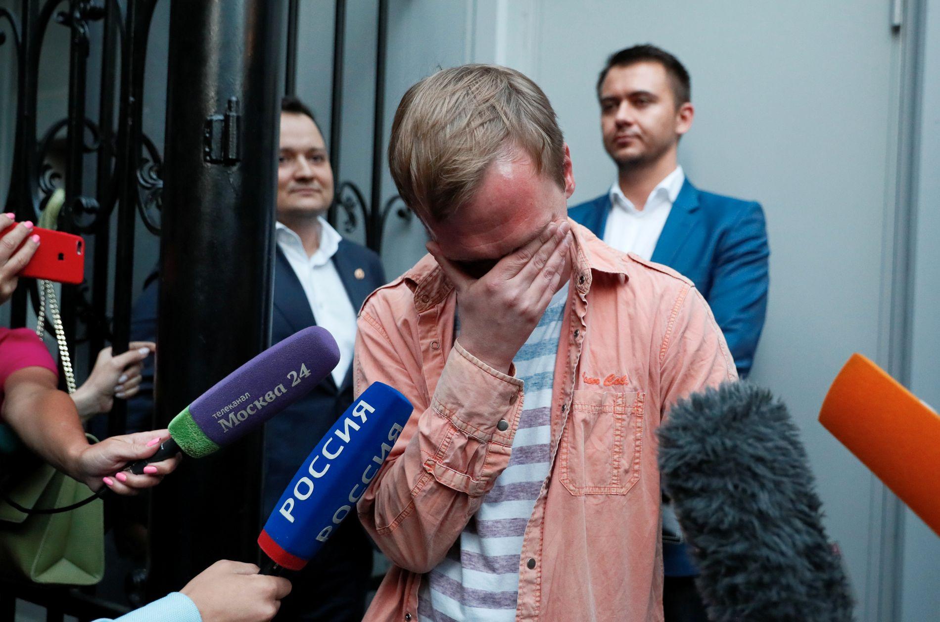 FRI MANN: Ivan Golunov tok til tårene etter at han tirsdag ble løslatt.