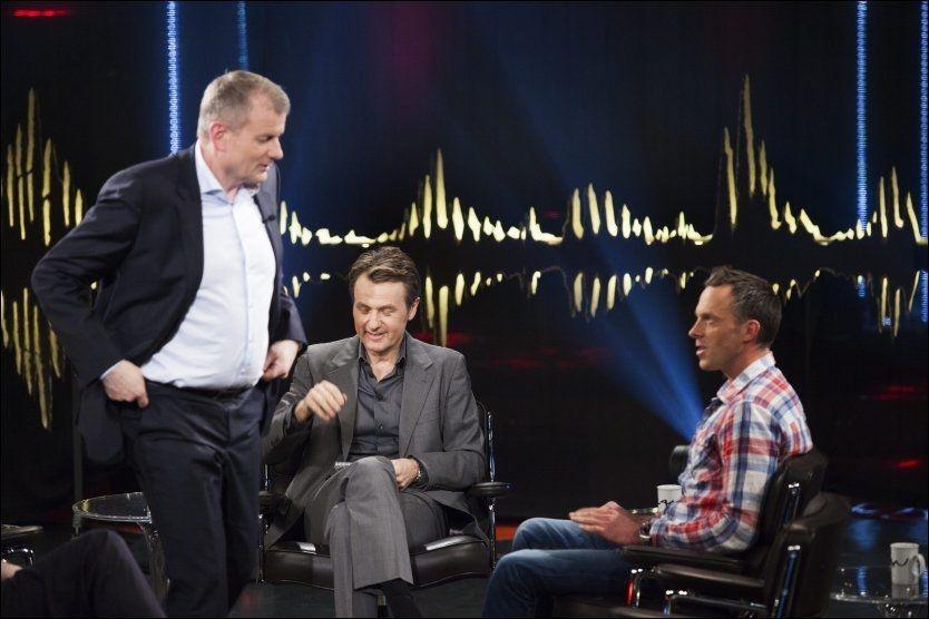 """KALDT MØTE: Anders Aukland mener skipresident Erik Røste og Skiforbudnet har sviktet ham når de ikke stilte opp med kommentarer for å støtte ham etter konfrontasjonen med SVTs dopingdokumentar-team. Torsdag kveld møttes de i tv-studioet til """"Skavlan"""" i Stockholm. Foto: Scanpix"""