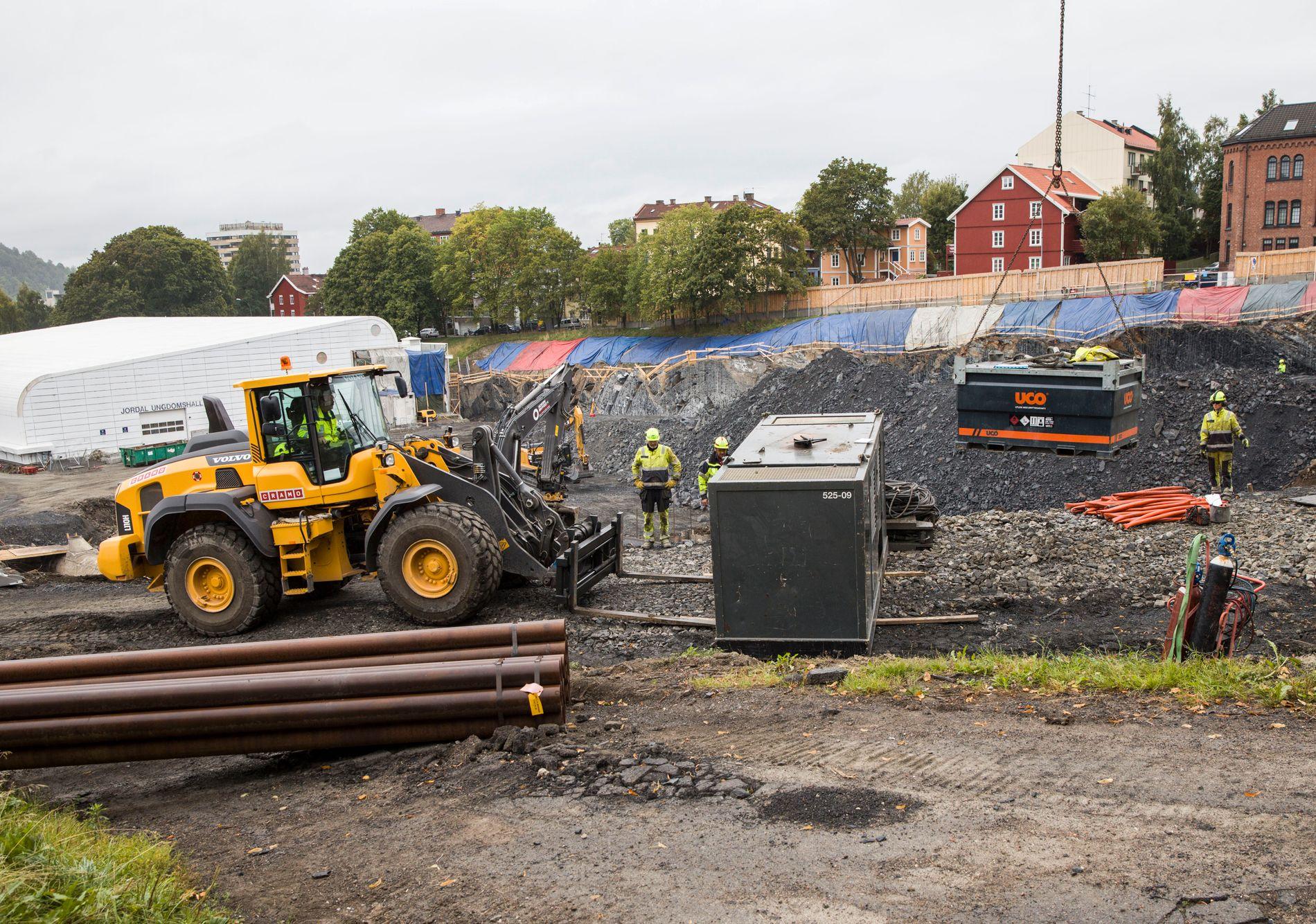 OSLOS NYE STORSTUE: Nye Jordal Amfi skal stå klar til bruk her høsten 2018. Byggeprosessen er forsinket, blant annet på grunn av en bekk.